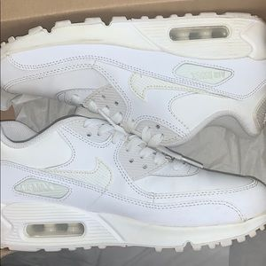 RESELLING GREAT CONDITION NIKE AIRMAX.